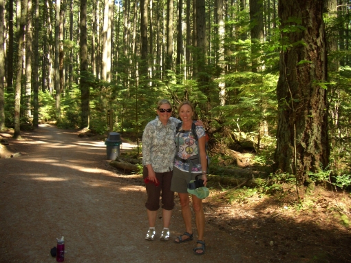 hiking in pacific spirit park